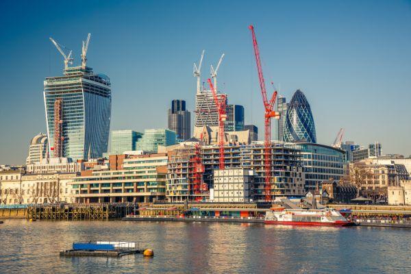 London Crane Lift Services - Phoenix Crane Services